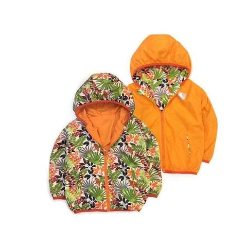 Áo khoác màu cam nổi bật trong mùa này