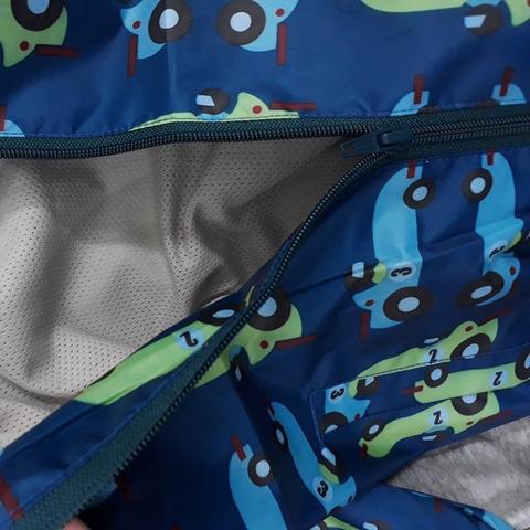 Áo khoác gió màu xanh khỏe khoắn