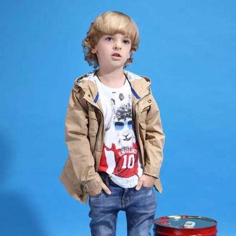 Mặc áo khoác kết hợp với quần jean rất thời trang