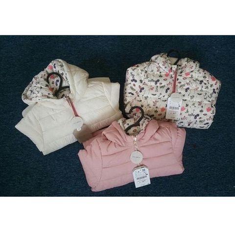 Áo khoác có 2 màu hồng hoa và trắng hoa