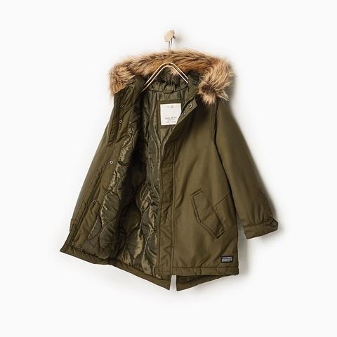 Bên trong áo khoác lót chần bông siêu ấm