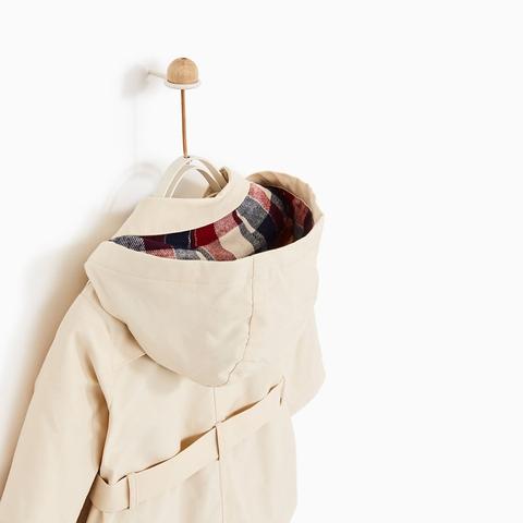 Áo khoác có mũ rất tiện khi ra ngoài