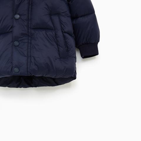 Phần tay áo khoác có bo gấu cho bé vận động thoải mái
