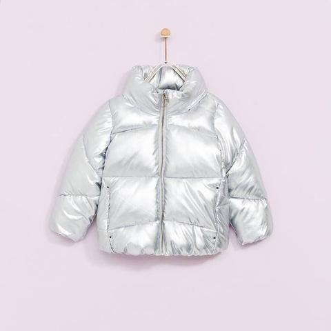 Màu bạc của áo khoác là hot trend 2017
