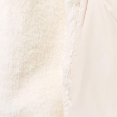 Bên trong áo khoác lót lông mềm mịn