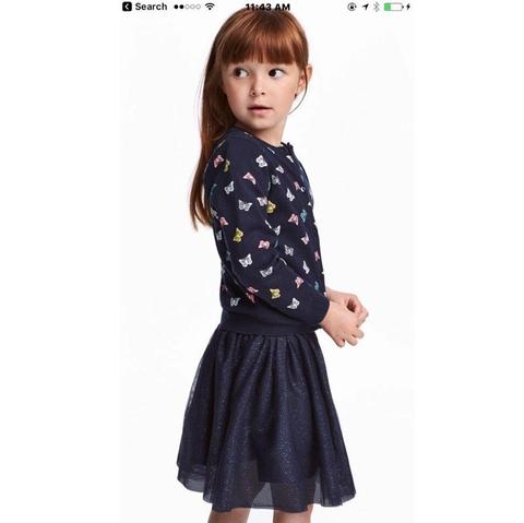 Áo len diện với váy, chân váy cực kì thích hợp