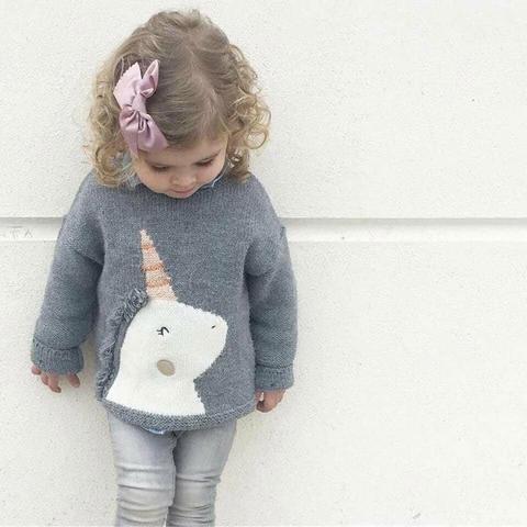 Cô nàng diện áo len kì lân điệu đà