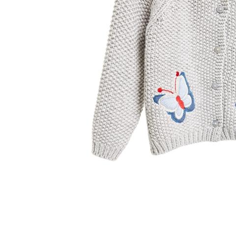 Phần tay áo len có bo gọn gàng
