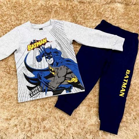Bé sẽ thích thú lắm khi được diện bộ đồ Batman trên người