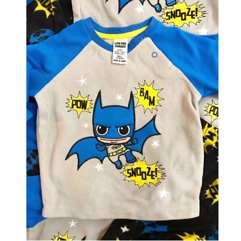 Hình in Batman tỉ mỉ trên bộ đồ