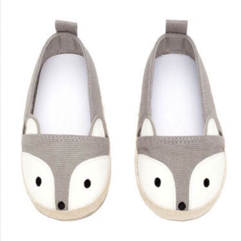 Giày được thiết kế tối ưu, đảm bảo cho bé đi lại được dễ dàng, thoải mái nhất