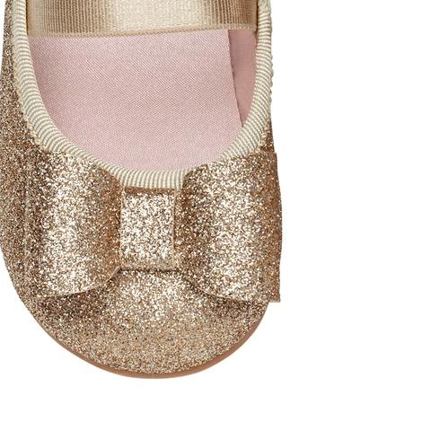 Màu sắc giày búp bê vàng ánh bạc dễ phối đồ