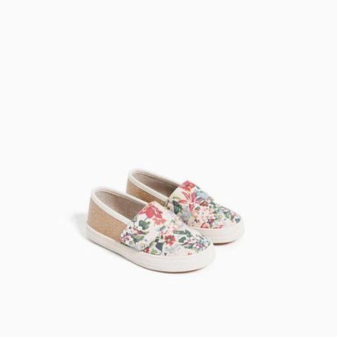 Giày bên ngoài còn xinh hơn ảnh web nha