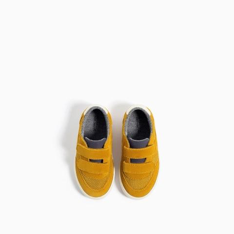 Giày thể thao màu sắc độc lạ