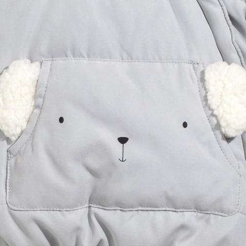 Chất liệu áo khoác mềm mịn, êm dịu cho bé