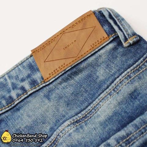 Chất vải jeans cực mềm, bé vui chơi thoải mái nhé