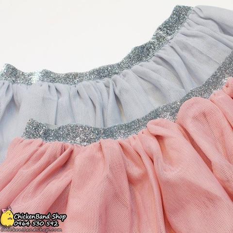Chân váy có 2 màu rất Tây, phối đồ dễ dàng