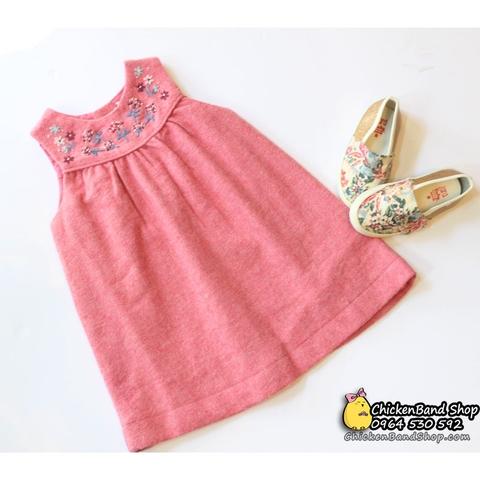 Váy dạ kết hợp với giày búp bê hay slip on rất hợp