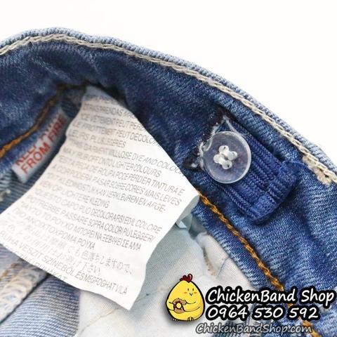 Tăng đơ chun hai bên giúp cho quần jean được cố định, bé sẽ không phải vướng bận khi chơi đùa.