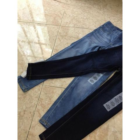 Quần jean có hai màu đều dễ phối đồ