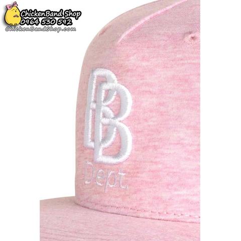 Họa tiết BB Dept làm điểm nhấn cho mũ