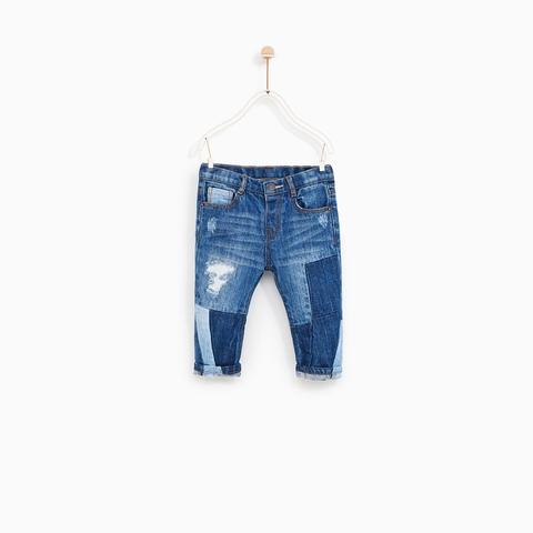 Quần jean được thiết kế rách cá tính