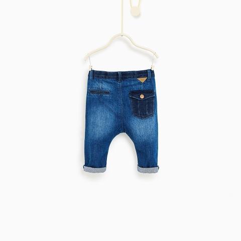 Phía sau quần có túi, quần can cạp mềm mại