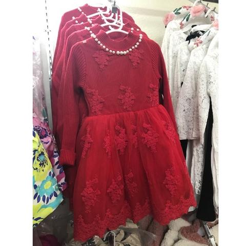 Màu váy đỏ cho bé gái luôn nổi bật trong bữa tiệc