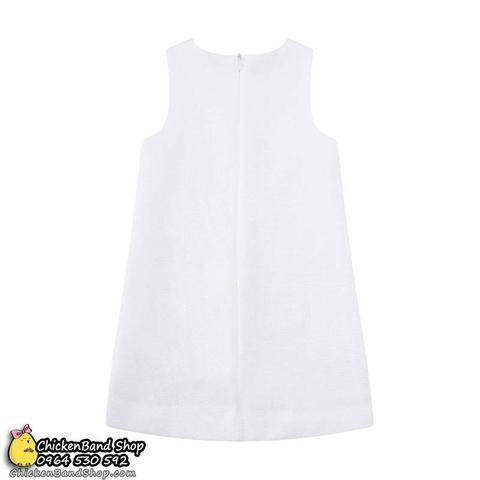 Váy có kéo khóa rất dễ mặc, màu trắng tinh khôi