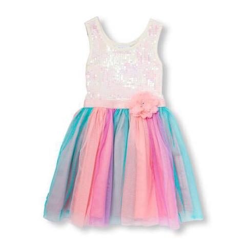 Dáng váy dễ mặc cực kì, phù hợp với nhiều vóc dáng