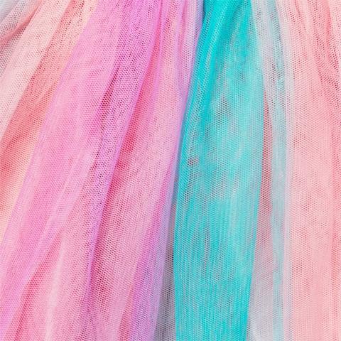 Màu sắc rực rỡ, bé diện váy sẽ thật nổi bật