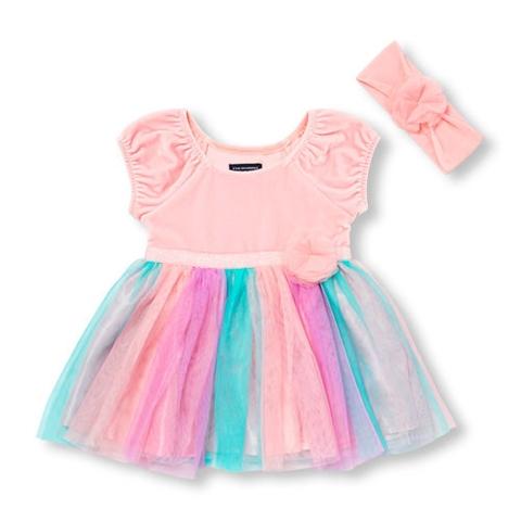 Thiết kế váy bồng xòe, có đính hoa phần eo