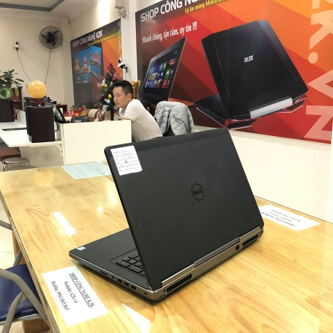 Dell Precision 7720 Core i5-7300H/ RAM 8GB / 1T HDD/ Nvidia Quadro M1200 - 4GB GDDR5 / 17.3 inch Full HD / Win 10 Pro.