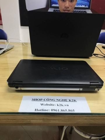 SONY VAIO VGN-CS290  (Intel Core 2 Duo T6400 2.0GHz, 3GB RAM, 250GBHDD, VGA GMA 4500MHD, 14.1 inch, Windows Vista Home Premium)