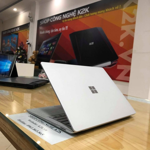 Surface Laptop intel Core i5-7300U / Ram 8GB PC4L / 256GB SSD PCLE M2 / Intel HD graphics 620 / 13.5 inch  (2256 x 1504) Touch screen / Windows 10.