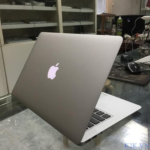 Apple MacBook Air MC504 (Mid 2010) (Intel Core 2 Duo 1.86GHz, 2GB RAM, 256GB SSD, VGA NVIDIA GeForce GT 320M, 13.3 inch, Mac OSX 10.6 Leopad)