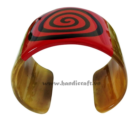 Cuff horn bracelet with lacquer