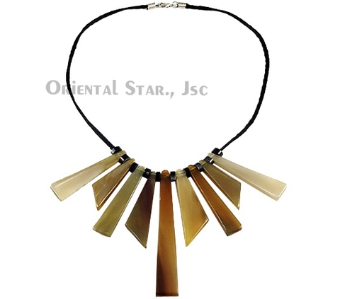 Tribal horn necklace