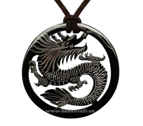 Round horn with dragon carved pendant