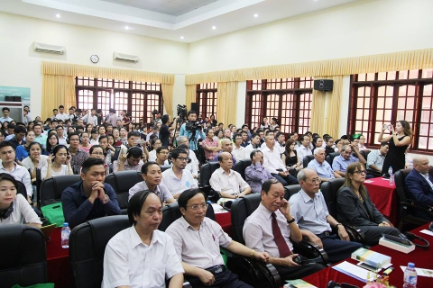 The audience and guests fill the auditorium of Vietnam Academy for Water Resources