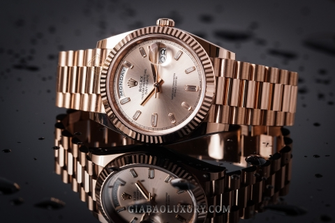 Review đồng hồ Rolex Day-Date 228235 mặt số Sundust tia hồng