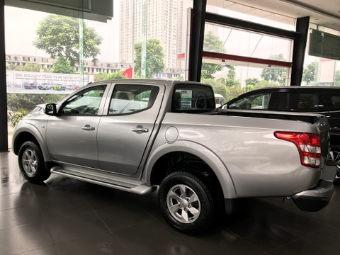 than xe mitsubishi triton 4x2 at