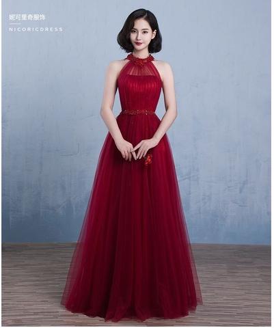 Đầm dạ hội kiểu cổ yếm đính đá