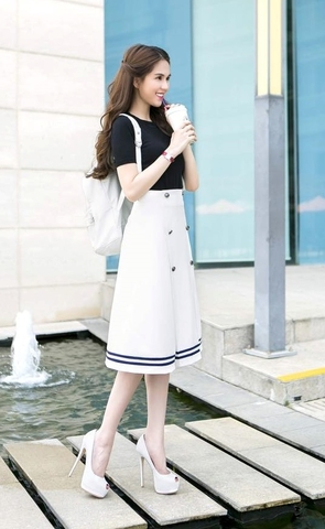 Áo váy Ngọc Trinh kiểu áo tay con chân váy chữ A dài
