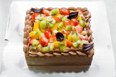 CHOCOLATE OR VANILLA WITH CUTTED FRESH FRUITS