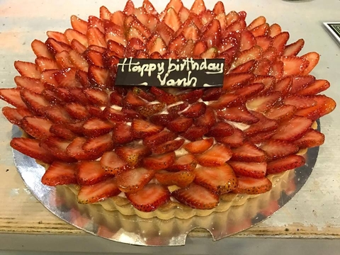 STRAWBERRY TART BIRTHDAY CAKE