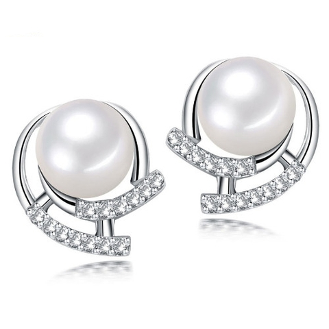 Gorgeous stud pearl earrings in Hanoi, Vietnam