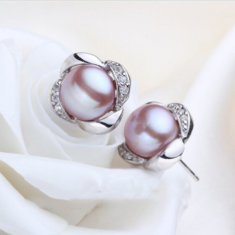 Gorgeous stud pearl earrings in Hanoi