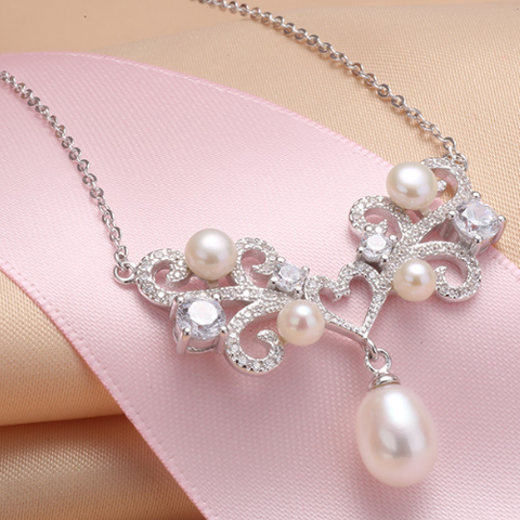 Pearl and silver necklace