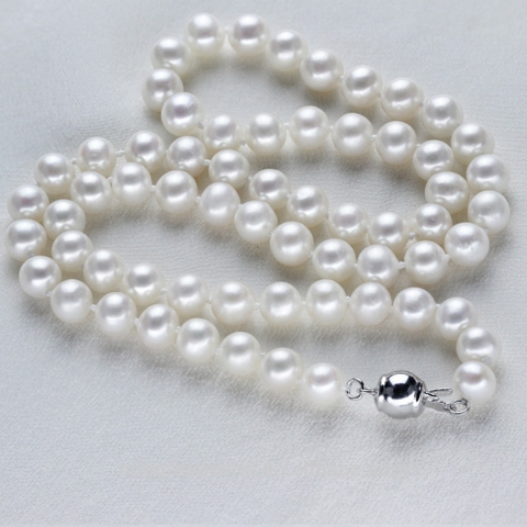 Round pearl necklace